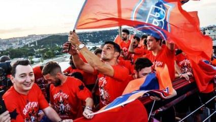 Medipol Başakşehir şampiyonluğunu kutluyor