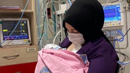 Dünyada bir ilk gerçekleşmişti! Mucize bebek ilk kez annesinin kucağında!