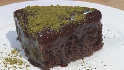 En kolay ağlayan pasta nasıl yapılır? Sünger gibi çikolata soslu ağlayan pasta tarifi