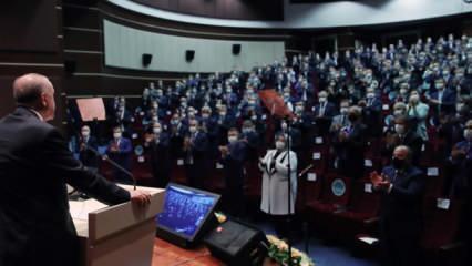 Erdoğan'ın Ayasofya açıklaması sonrası salon ayağa fırladı! Alkış tufanı