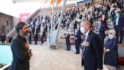 Cumhurbaşkanı Erdoğan ve Uğur Işılak'tan sosyal mesafeli selamlaşma