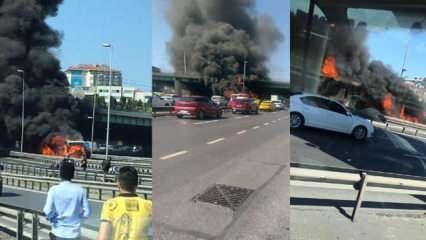 Zeytinburnu'nda metrobüs cayır cayır yandı