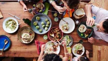 Rüyada yemek yemek ne anlama gelir? Rüyada kalabalıkta yemek yemek neye işarettir?