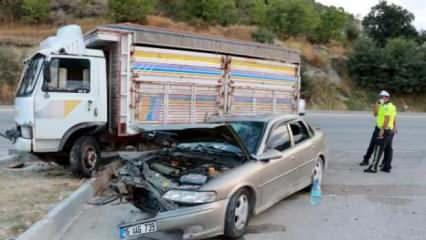 Burdur'da otomobille kamyonet çarpıştı: 5 yaralı