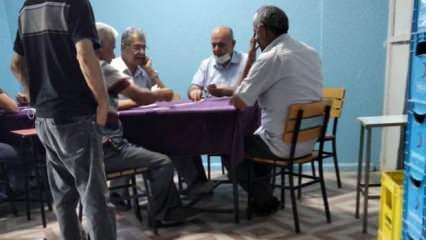 CHP'li Başkan Kılıçdaroğlu'nun izinde: İYİ Parti lokalinde maskesiz kağıt oyunu!