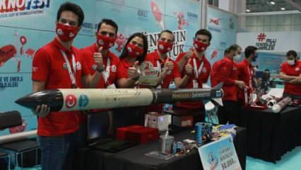 Roket yarışmalarının birincisi ödülünü Erdoğan'dan aldı