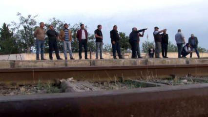 Azerbaycanlı vatandaşlar tren istasyonunda umut nöbetinde
