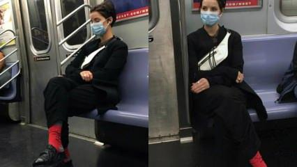 Jaimie Alexander'in metro macerası! Kırmızı çorap ve terlikleriyle...