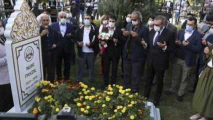 Nuri Pakdil, mezarı başında anıldı