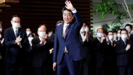 Abe'den tartışmalı tapınağa sürpriz ziyaret