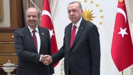 Başkan Erdoğan, Tatar'ı Türkiye'ye davet etti