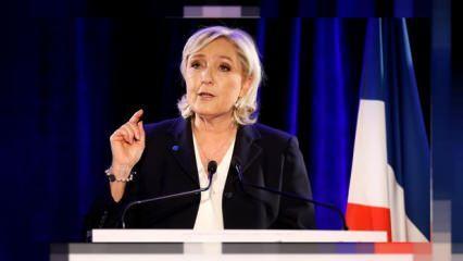 Fransa'da aşırı sağcı Le Pen'den 'başörtüsü yasaklansın' çağrısı!