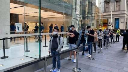 iPhone 12 aşkı pandemi dinlemedi! Apple mağazalarının önünde kuyruklar oluştu