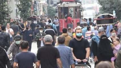 Koronavirüse aldırmadılar: Taksim'de dikkat çeken kalabalık