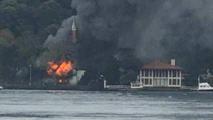 İstanbul'daki tarihi cami alev alev yandı!