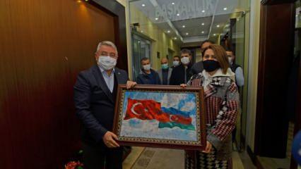 Azerin, Çorum'da 'Çırpınırdı Karadeniz' türküsünü seslendirdi