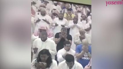 Down sendromlu gencin cemaat dua ederken yaptığı hareket izleyenleri ağlattı!