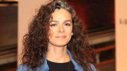 Kadın dizisinin Bahar'ı Özge Özpirinçci beyazlayan saçlarıyla inadına mutlu