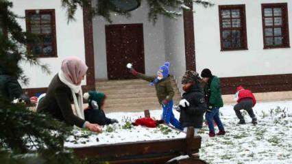 Bağcılar'da kar heyecanı! Çocuklar ve ilçe sakinleri doyasıya eğlendi
