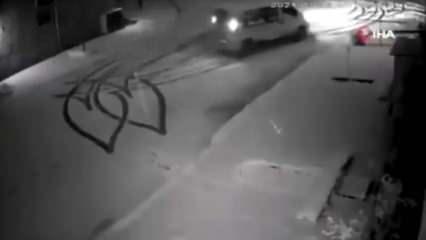 Bursa'da bir gencin karlı yolda aracıyla kalp çizdiği görüntüleri sosyal medyayı salladı!