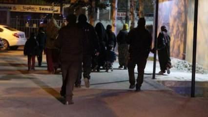 Kısıtlamayı ihlal eden kadınlar, polise yakalandı
