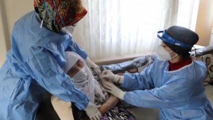 108 yaşındaki asırlık çınar Zarife nine koronavirüs aşısı oldu