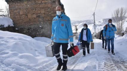 Bitlis'te Evde Bakım Hizmetleri ekipleri, karlı yolları aşıp hastalara ulaşıyor