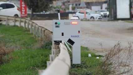 Trafik robotu bariyerlerde gezerek ihlalleri yakalıyor
