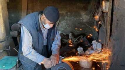 Balıkesir'de yaşayan 85 yaşındaki Mehmet Yılmaz 63 yıllık mesleği sayesinde 3 defa hacca gitti
