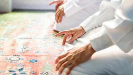 Namazda işaret parmağını kaldırmanın hükmü! Tahiyyatta şehadet parmağı neden kaldırılır?
