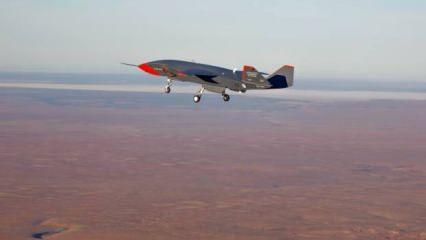 Boeing'in insansız savaş uçağı ilk uçuşunda nefes kesti