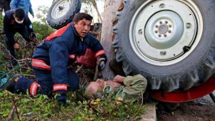 Manisa'da traktörün altında kalan 81 yaşındaki adamın imdadına itfaiye ekipleri yetişti!