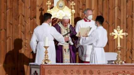 Papa, Musul'da terör örgütü DEAŞ kurbanları için ayin düzenledi