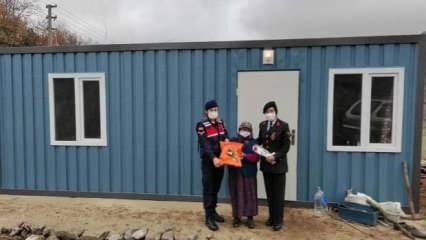 Kütahya'da jandarma ekipleri 79 yaşındaki yaşlı kadına prefabrik ev yaptı!