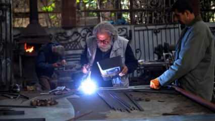 70 yaşındaki demir ustası, 8 yaşından beri demiri sanatla buluşturuyor!