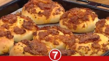 Karamelize soğan soslu ekmek nasıl yapılır? Salçalı soğanlı ekmek tarifi...