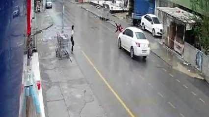 Mersin'de aracın çarptığı çocuk havada taklalar attı!