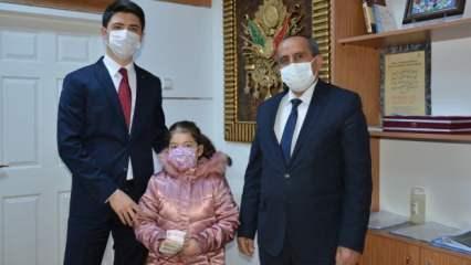 Sivaslı Mehlika tablet parasını yetim çocuklara bağışladı