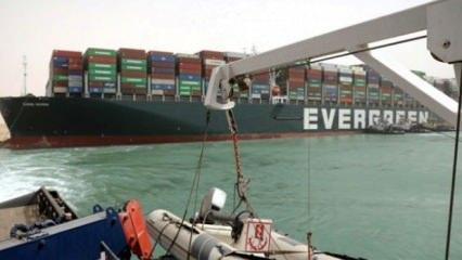 Süveyş Kanalı'nda petrol krizi