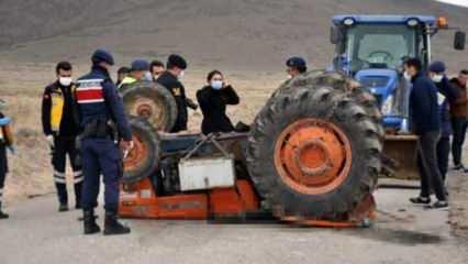 Tarla yolunda kaza; traktör altında kalan baba öldü, kızı yaralı