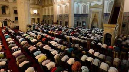 Camilerde teravih namazı kılınacak mı? Sağlık Bakanı duyurdu
