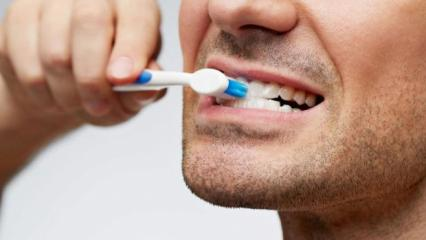 Diş fırçalamak, ağız spreyi kullanmak orucu bozar mı? Diyanet açıkladı!