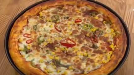 Evde pizza nasıl yapılır? Bol malzemeli anne pizzası tarifi...