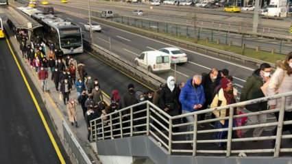 İstanbul'da toplu taşıma yoğunluğu vatandaşı isyan ettirdi!