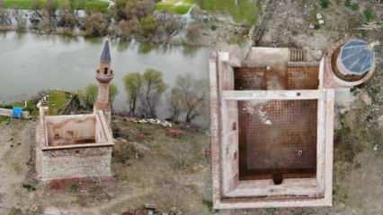 Bursa'da 613 yıllık caminin minaresi yıkıldı! Şimdi duvarı var, çatısı yok