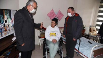 Bedensel engelli Aytül'ün akülü sandalye hayalini Almanyalı hayırsever gerçekleştirdi