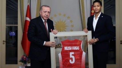 Fenerbahçe'nin yıldızı, Türk vatandaşlığına geçti