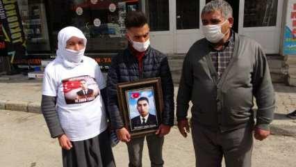 HDP Muş binası önünde gözü yaşlı aileler oturma eylemi başlattı