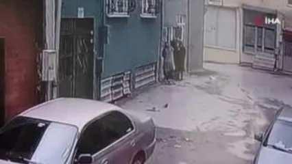 Kadın hırsızlar kredi kartı ile girdikleri evden servet götürdü