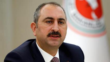 Adalet Bakanı Gül: Allah'tan geldik, dönüş O'nadır...